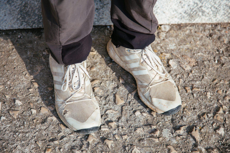 Ston, 040818. Nikola Horvat pjesaci po zemlji s krajnjim ciljem u Dubrovniku. Fotografiran na svom putu, u Stonu. Na fotografiji: Ivan Horvat Foto: Bozo Radic / CROPIX