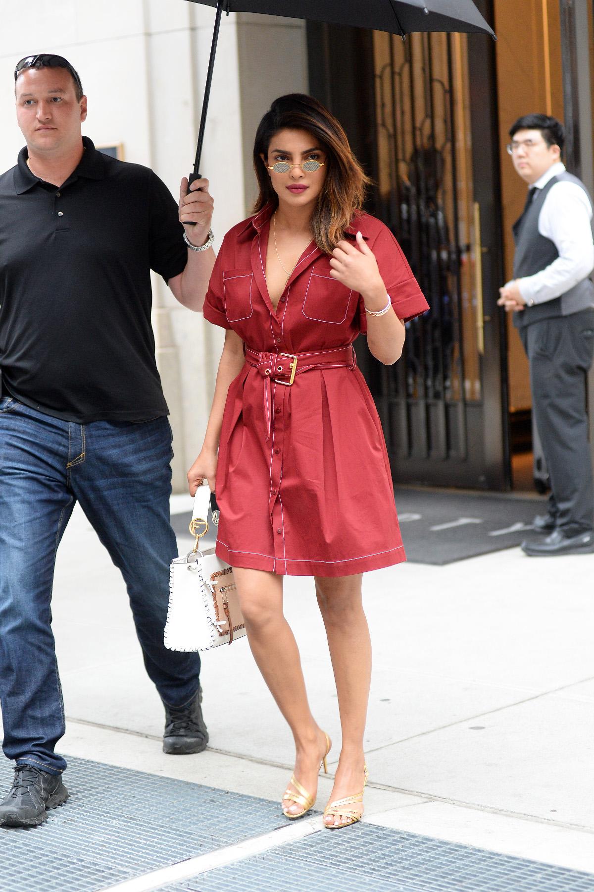 priyanka crvena haljina
