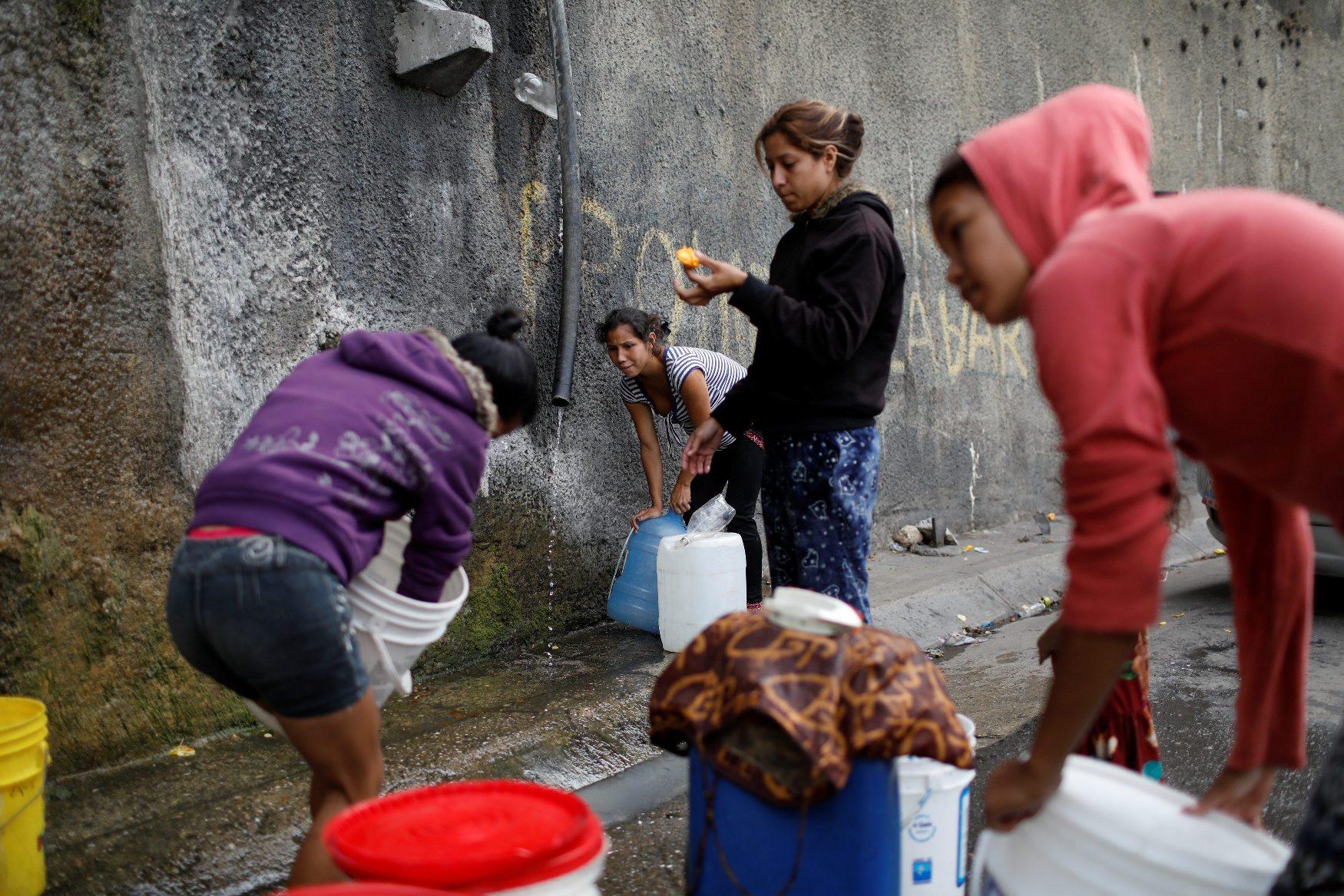 2018-08-15T120302Z_2008168851_RC1B31B607B0_RTRMADP_3_VENEZUELA-WATER