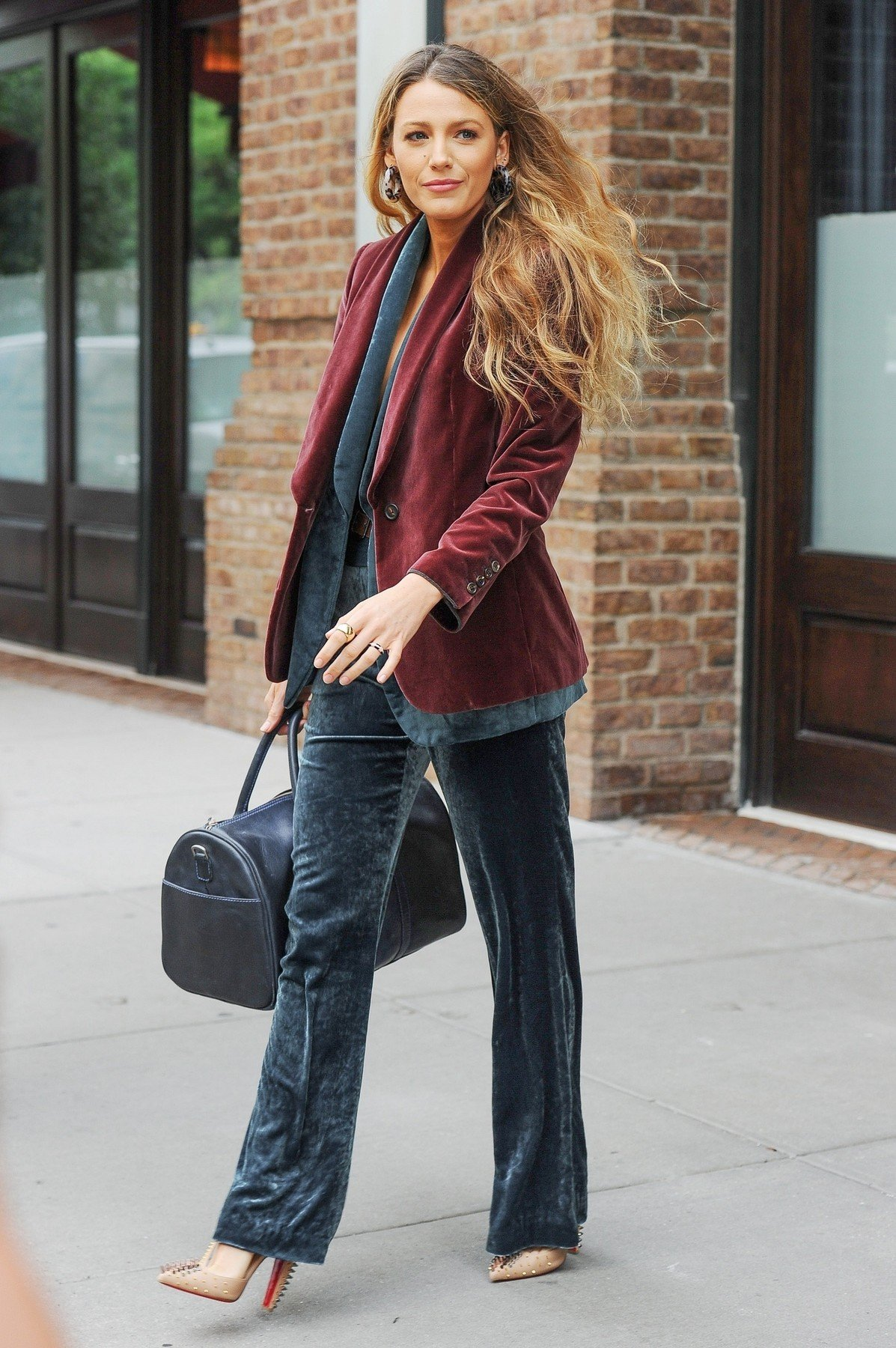 New York, NY  - Blake Lively displays some cleavage as she exits a NYC hotel this morning wearing a fashionable ensemble.  Pictured: Blake Lively    *UK Clients - Pictures Containing Children Please Pixelate Face Prior To Publication*, Image: 382966714, License: Rights-managed, Restrictions: , Model Release: no, Credit line: Profimedia, AKM-GSI