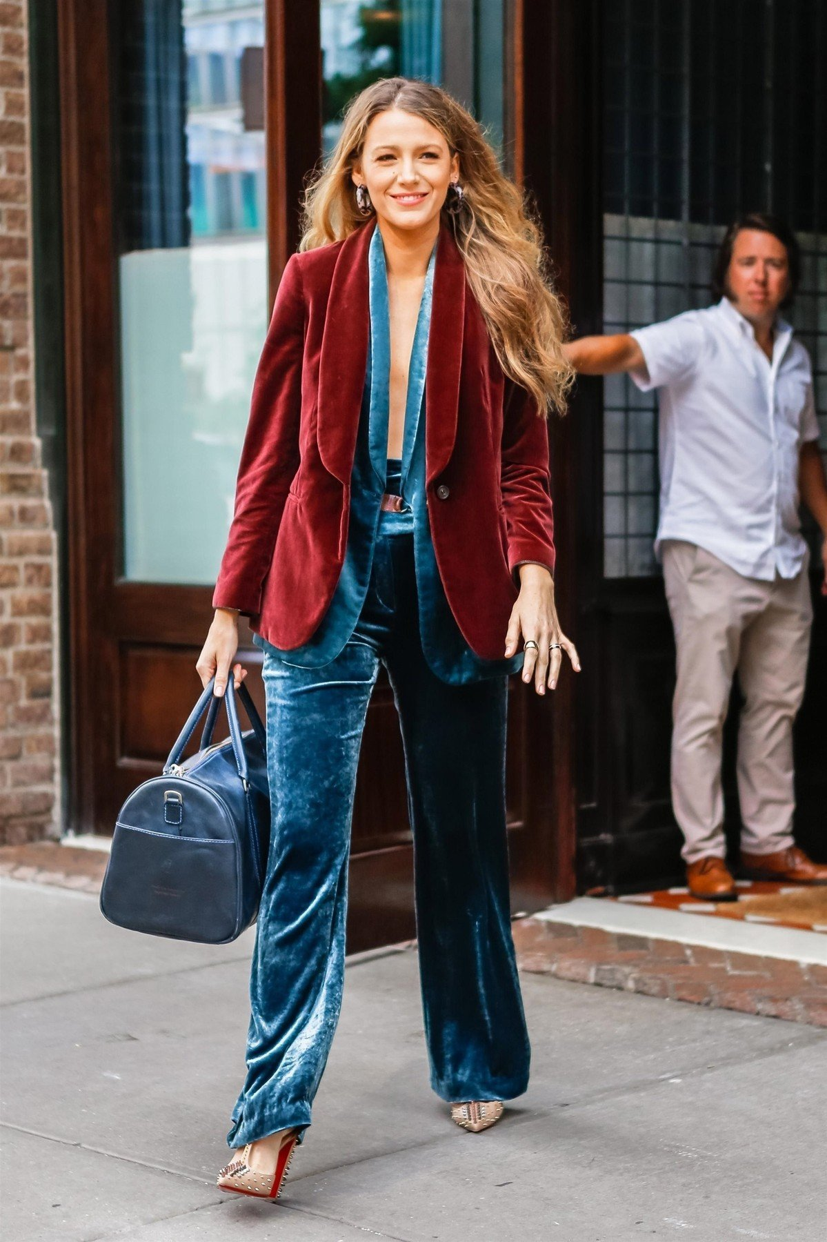 New York, NY  - Actress Blake Lively steps out looking casual leaving her hotel in New York, on her way to photo shoot  Pictured: Blake Lively    *UK Clients - Pictures Containing Children Please Pixelate Face Prior To Publication*, Image: 382969810, License: Rights-managed, Restrictions: , Model Release: no, Credit line: Profimedia, AKM-GSI