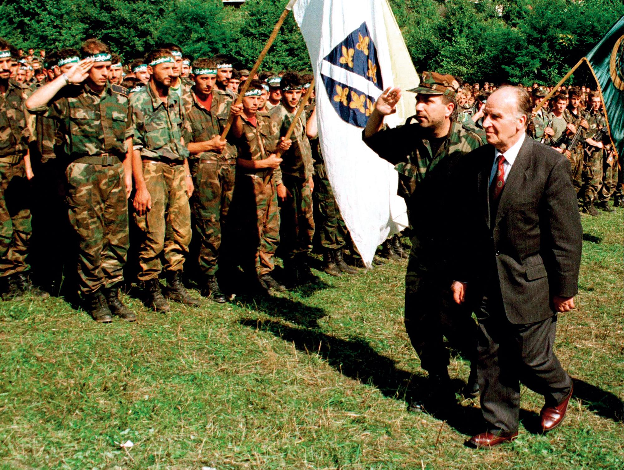 Za muslimansko-hrvatskog rata Alija Izetbegović uspostavio je snažnu vojnu vezu Armije BiH i sa sunitskim i sa šijitskim akterima
