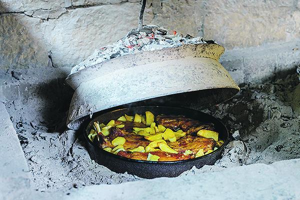 Dubrovnik,160818. Restoran Konavoski dvori, hrana i prostor Foto: Tonci Plazibat / CROPIX