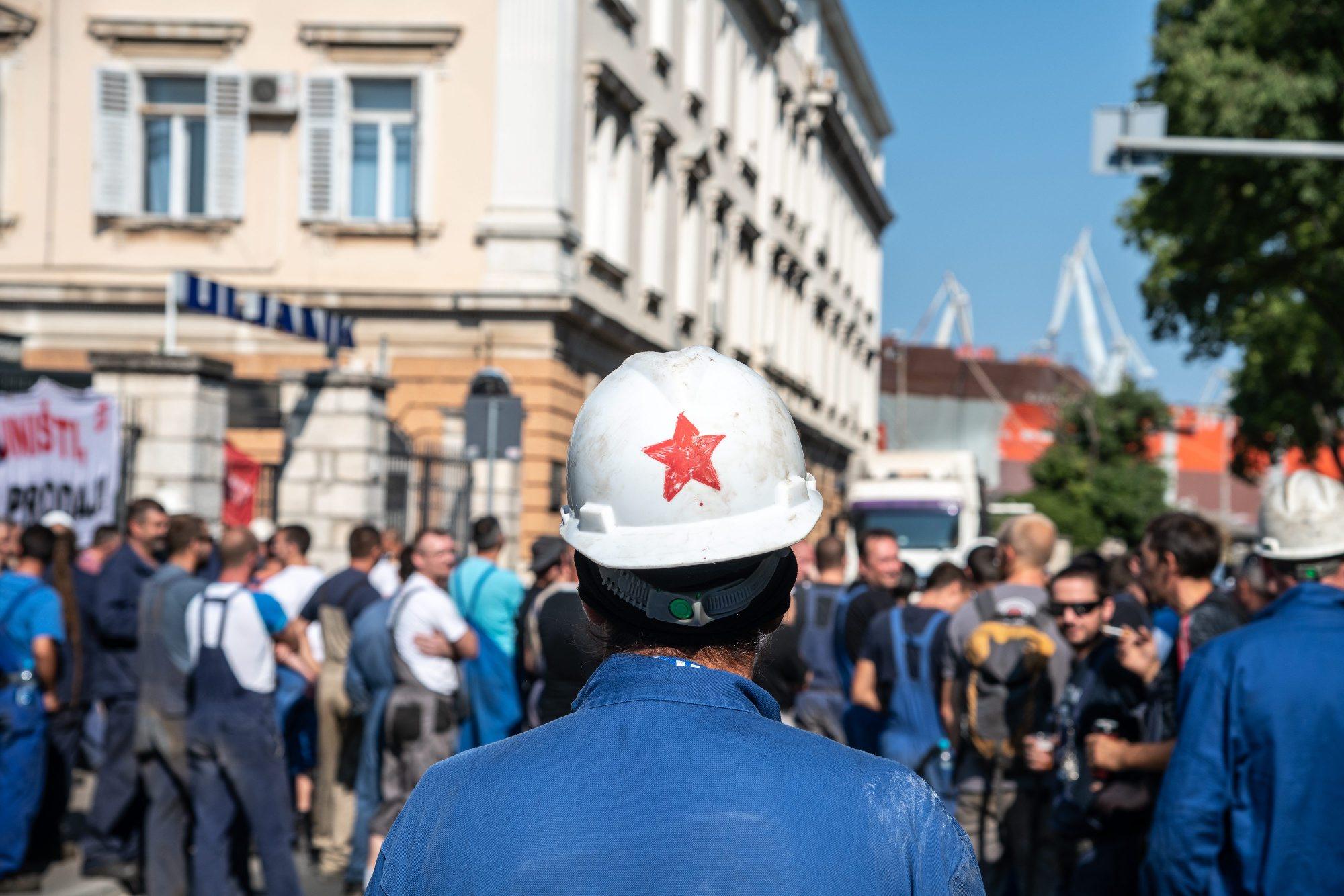 Radnici ispred Uljanika