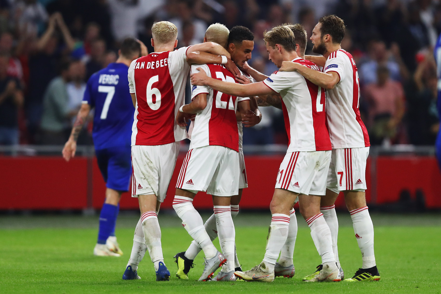 AMSTERDAM, NETHERLANDS - AUGUST 22:  Hakim Ziyech of Ajax celebrates scoring his teams second goal of the game with team mates during the UEFA Champions League Play-off 1st leg match between Ajax and Dynamo Kiev held at Johan Cruyff Arena on August 22, 2018 in Amsterdam, Netherlands.  (Photo by Dean Mouhtaropoulos/Getty Images)