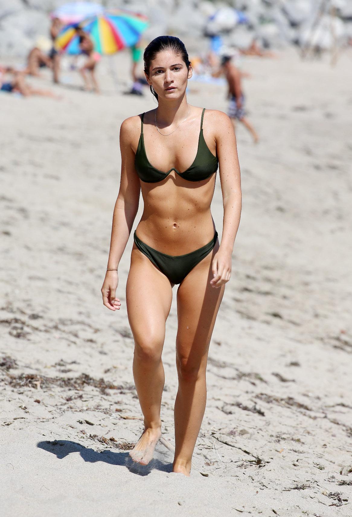 Shauna Sexton na plaži