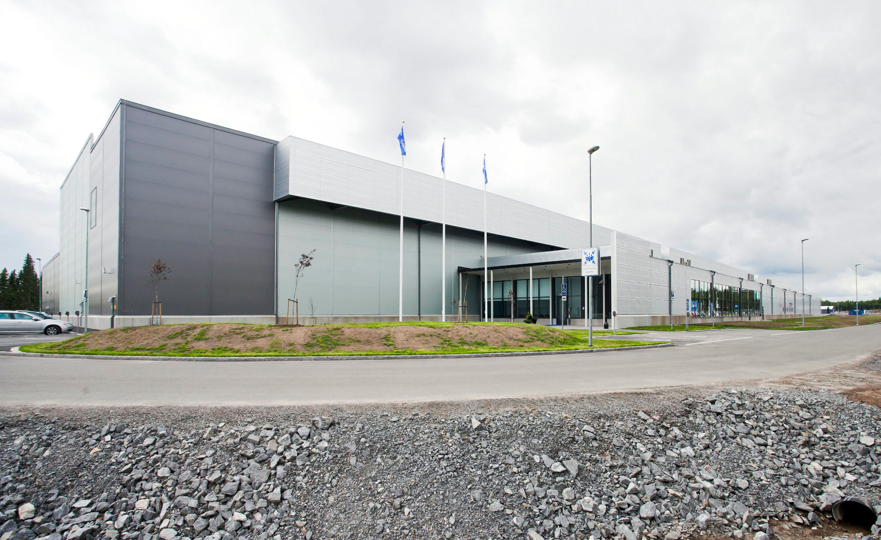 A view of the exteriors of Facebook's new server hall in Lulea, some 900 km (560 miles) north of Stockholm June 12, 2013. Facebook opened its first 300,000 sq foot (28,000 sq metre) data facility outside the U.S. in northern Sweden on Wednesday, according to news reports. REUTERS/Susanne Lindholm/Scanpix Sweden (SWEDEN - Tags: SCIENCE TECHNOLOGY BUSINESS)   ATTENTION EDITORS - THIS IMAGE WAS PROVIDED BY A THIRD PARTY. SWEDEN OUT. NO COMMERCIAL OR EDITORIAL SALES IN SWEDEN. NO COMMERCIAL SALES. THIS PICTURE IS DISTRIBUTED EXACTLY AS RECEIVED BY REUTERS, AS A SERVICE TO CLIENTS - GM1E96D05XK01