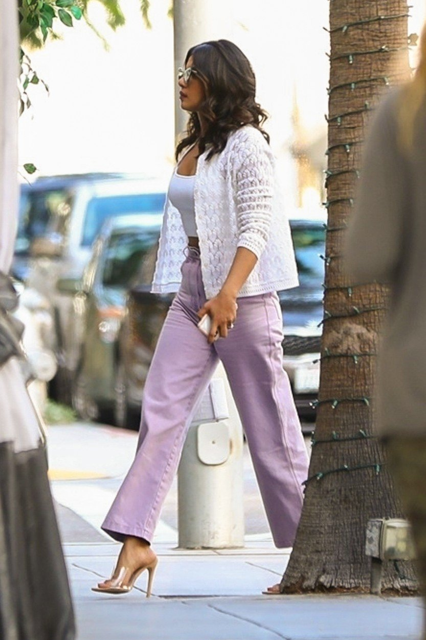 Beverly Hills, CA  - *EXCLUSIVE* Actress and Nick Jonas' girlfriend Priyanka Chopra was seen grabbing a quick bite for lunch at Villa Blanca before heading to a meeting in Beverly Hills. Priynaka looked chic, showing a little belly in a white tube top under a button-down sweater.  Pictured: Priyanka Chopra    *UK Clients - Pictures Containing Children Please Pixelate Face Prior To Publication*, Image: 384414714, License: Rights-managed, Restrictions: , Model Release: no, Credit line: Profimedia, AKM-GSI