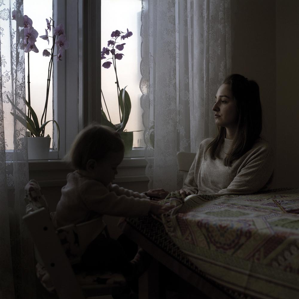 Dio nove samostalne izložbe Jelene Blagović pod nazivom 'Nove samoće' na temu majčinstva