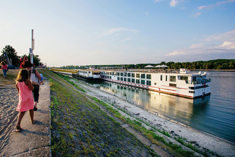 Vukovar, 19.08.2018. Vukovar Na fotografiji: Kruzer na Dunavu. Foto: Emica Elvedji / CROPIX
