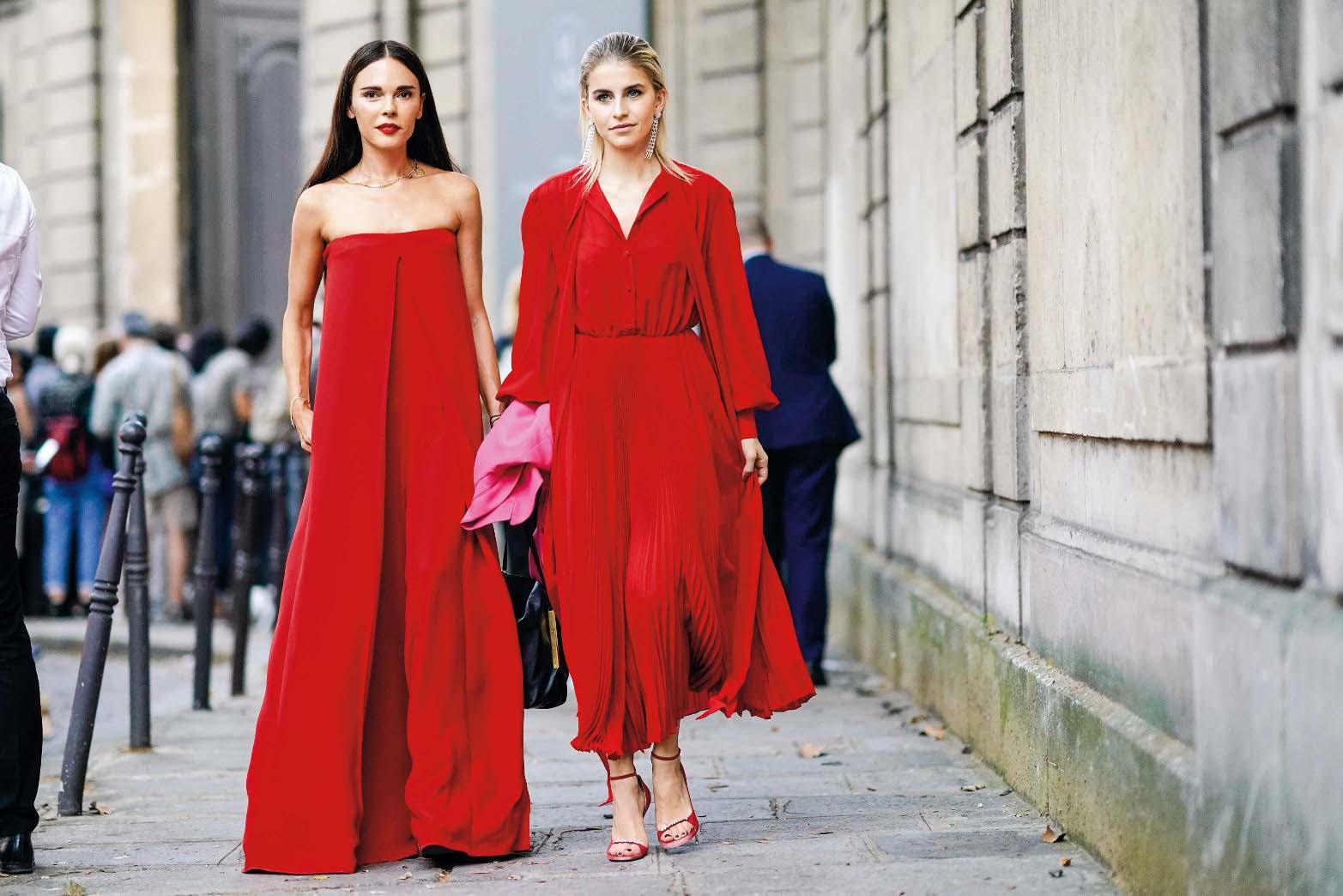 Grčka blogerica Evangelie Smyrniotaki i njemačka blogerica Caroline Daur u haljinama Valentino