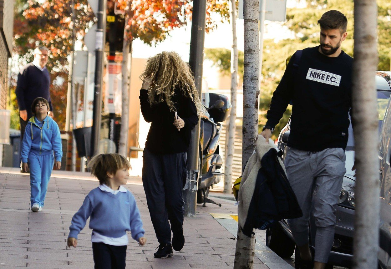 CODE: SI/QUIMI Barcelona, 6th November 2017 SHAKIRA FAMILY DAY. Colombian singer Shakira is about to launch her new World Eldorado Tour in the end of the month, and profits these last days before it with her family. She and Gerard Pique went to pick their kids Milan and Sasha out of school, and drove them to the tennis club where spent leisure time before returning home, where also met Shakira's parents, Nidia del Carmen Ripoll and William Mebarak., Image: 355049272, License: Rights-managed, Restrictions: , Model Release: no, Credit line: Profimedia, Look Press Agency