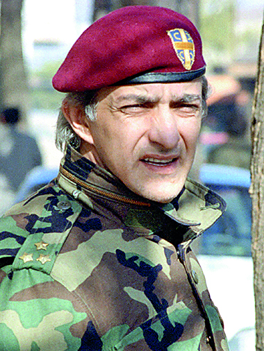 A February 1993 file photo former Serb commander Dragan Vasiljkovic taken in Knin, Croatia. Croatia has asked Australia to extradite the former Serb commander, now an Australian citizen, so it can try him for war crimes committed during Croatia's 1991-95 war of independence. Vasiljkovic, who lives in Australia but also has Serbian citizenship, was arrested in Sydney last month, after Australia received a request from the Croatian government. He appeared in a Sydney court and was refused bail.  REUTERS/ Ranko Cukovic/File photo - LA1DRXTGJZAA