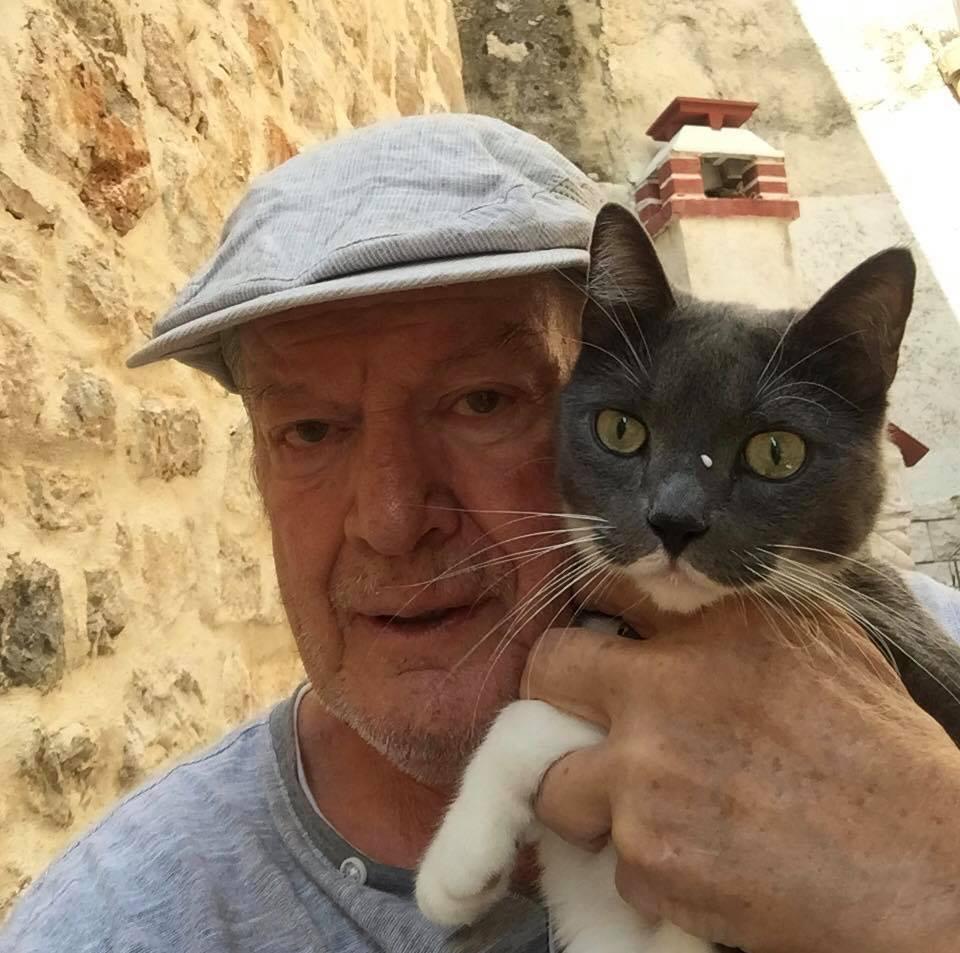 Ibrica Jusić s mačkom Kikijem