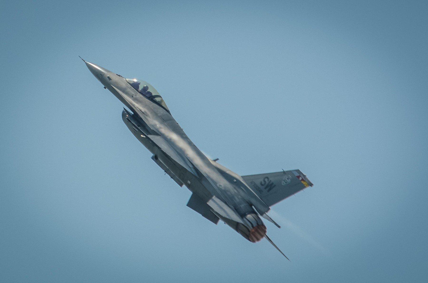 F-16 Viper u letu