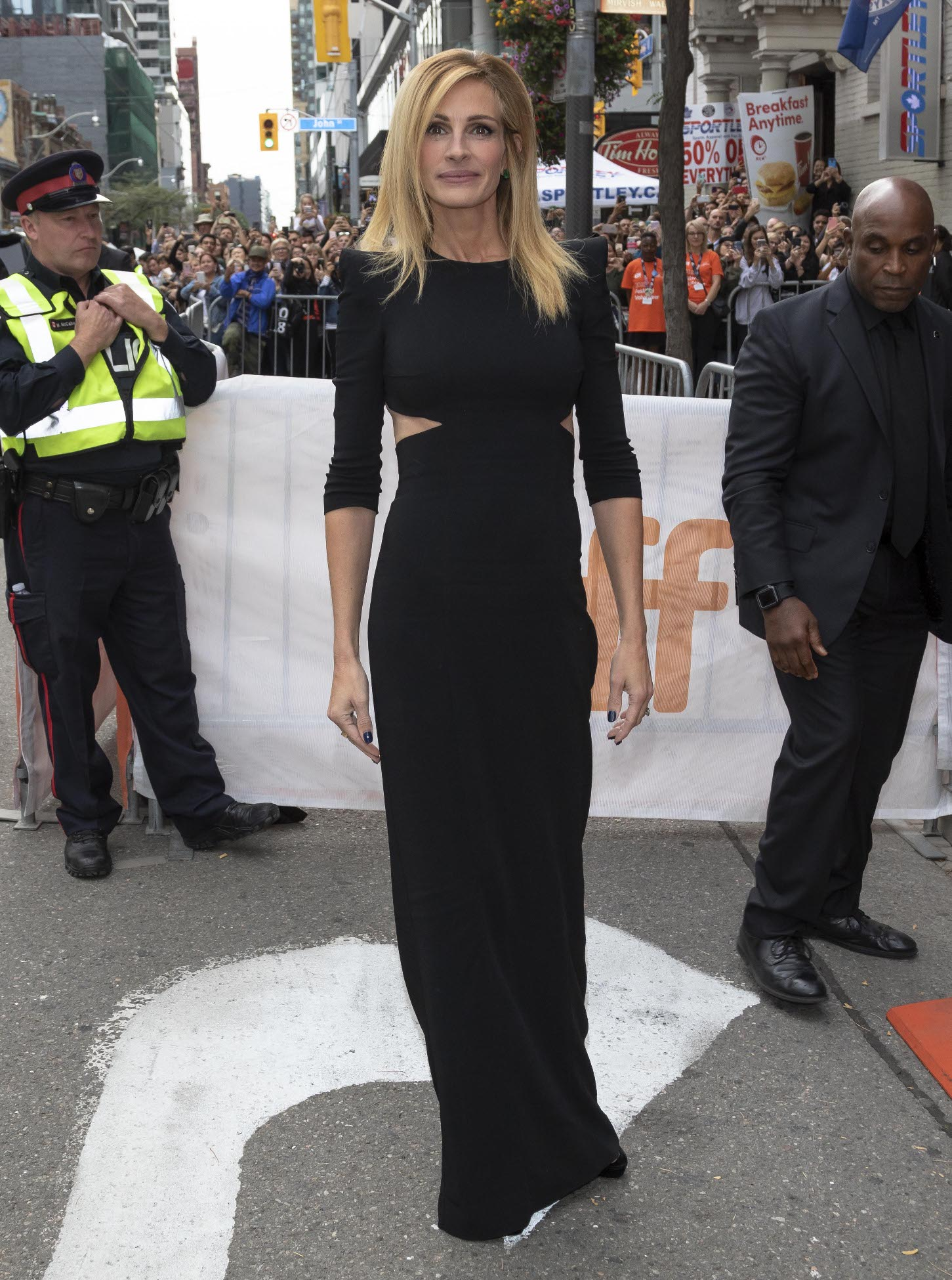 Julia Roberts and Kathryn Newton are seen arriving at the premiere of 'Ben Is Back' during the 43rd Toronto International Film Festival, at the Princess of Wales Theatre in Toronto, Canada  Pictured: Julia Roberts Ref: SPL5022359 080918 NON-EXCLUSIVE Picture by: SplashNews.com  Splash News and Pictures Los Angeles: 310-821-2666 New York: 212-619-2666 London: 0207 644 7656 Milan: +39 02 4399 8577 Sydney: +61 02 9240 7700 photodesk@splashnews.com  World Rights, No France Rights, No United Kingdom Rights