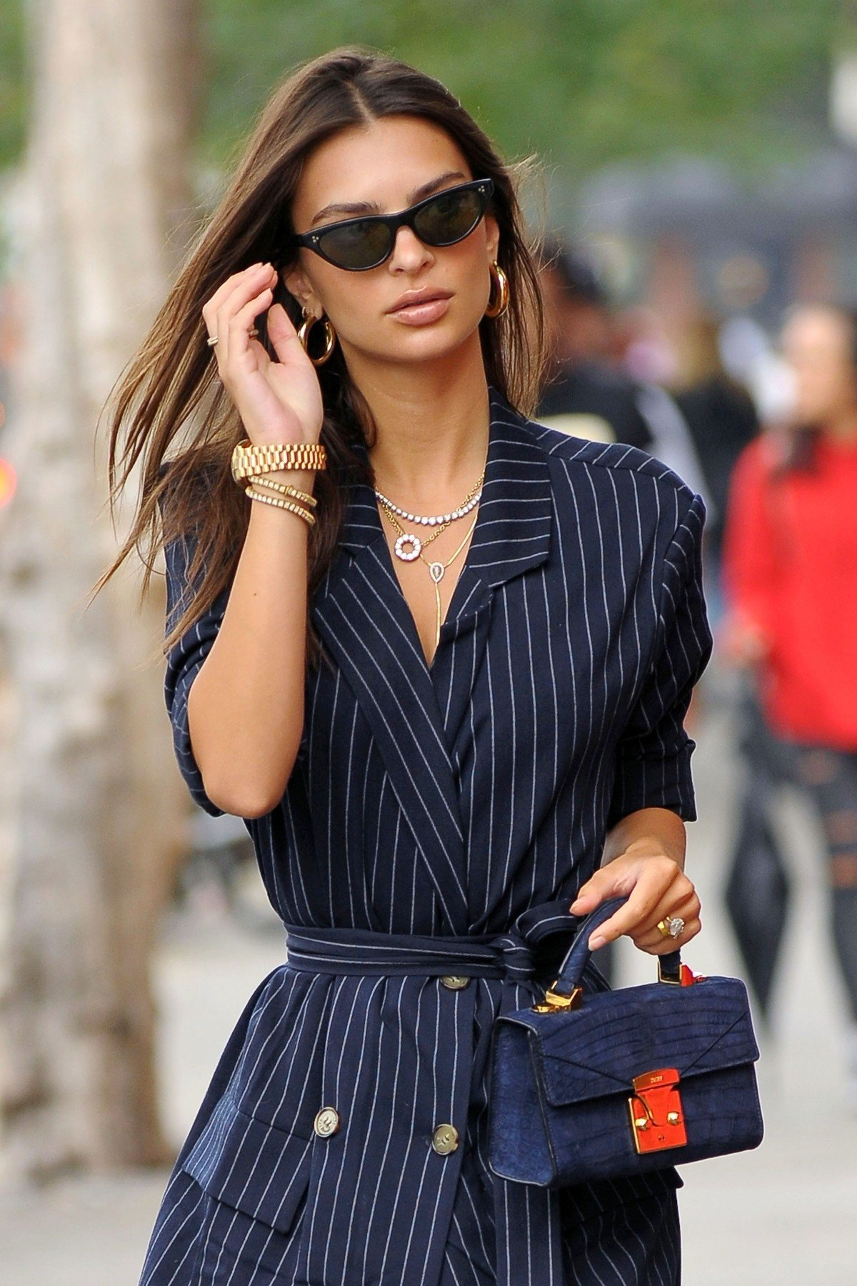 BGUK_1334035 - New York City, New  - American model Emily Ratajkowski is seen out and about in New York City. (NYC). The model wore a navy blue menswear-inspired pinstriped shirt dress with white trainers and she accessorized her outfit with a tiny blue purse.  Pictured: Emily Ratajkowski  BACKGRID UK 11 SEPTEMBER 2018, Image: 386327122, License: Rights-managed, Restrictions: , Model Release: no, Credit line: Profimedia, Xposurephotos