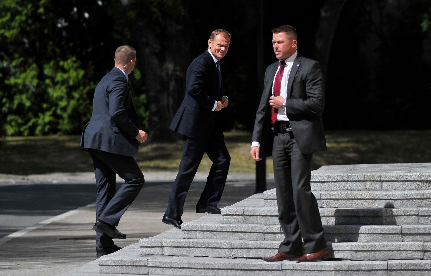 Poljski premijer Donald Tusk dolazi na sastanak s koalicijskim partnerima o političkoj situaciji nakon objave snimki iz skandala s prisluškivanjem.