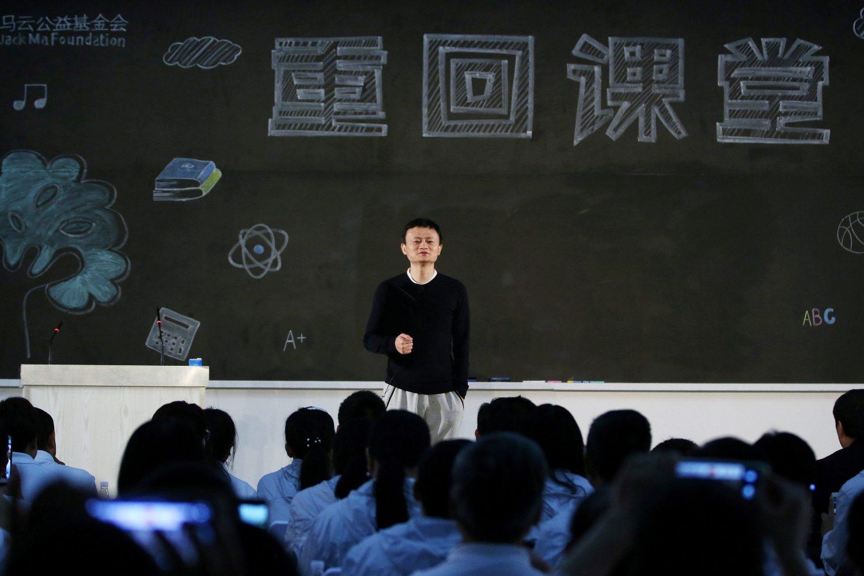 Jack Ma pred studentima