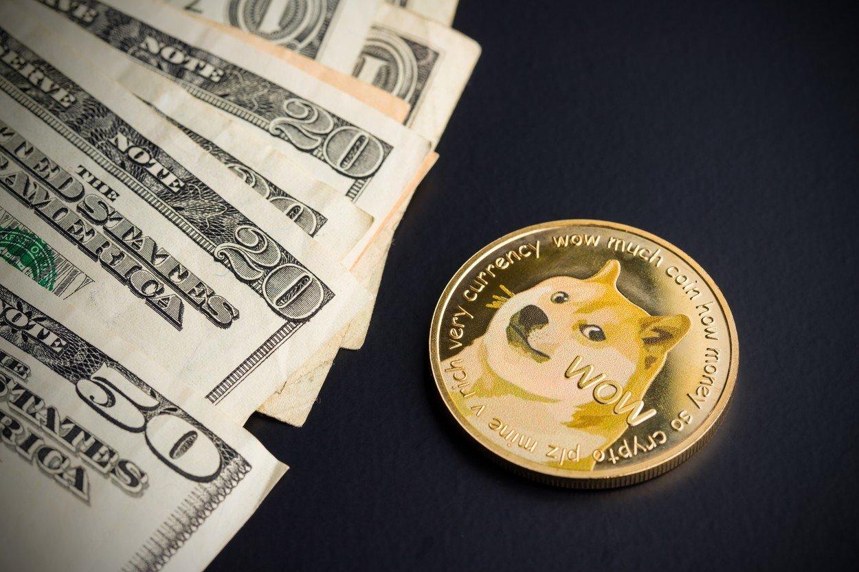 Ilustracija, Dogecoin i dolari