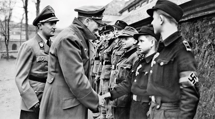 """Hitler nikada nije ni pomišljao na kapitulaciju, a o pregovorima sa Saveznicima """"nije razmišljao ni sekundu"""". Govorio je da će Njemačka biti pobjednica u ratu ili je više neće biti"""