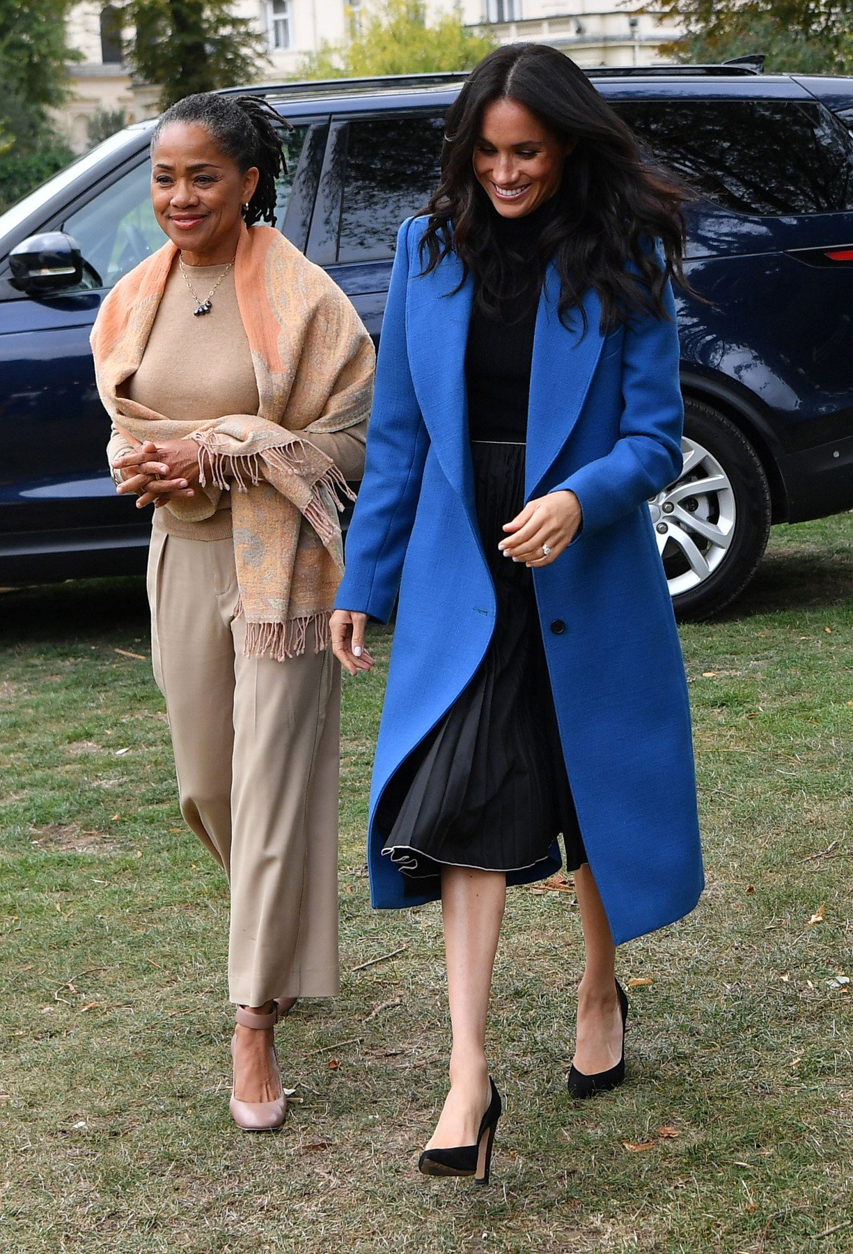 September 20, 2018 - London, London, United Kingdom - Image licensed to i-Images Picture Agency. 20/09/2018. London, United Kingdom. Meghan Markle, the  Duchess of Sussex and her mother Doria Ragland arriving to host an event to mark the launch of a cookbook with recipes from a group of women affected by the Grenfell Tower fire at Kensington Palace in London., Image: 387597894, License: Rights-managed, Restrictions: * China, France, Italy, Spain, Taiwan and UK Rights OUT *, Model Release: no, Credit line: Profimedia, Zuma Press - Entertaiment