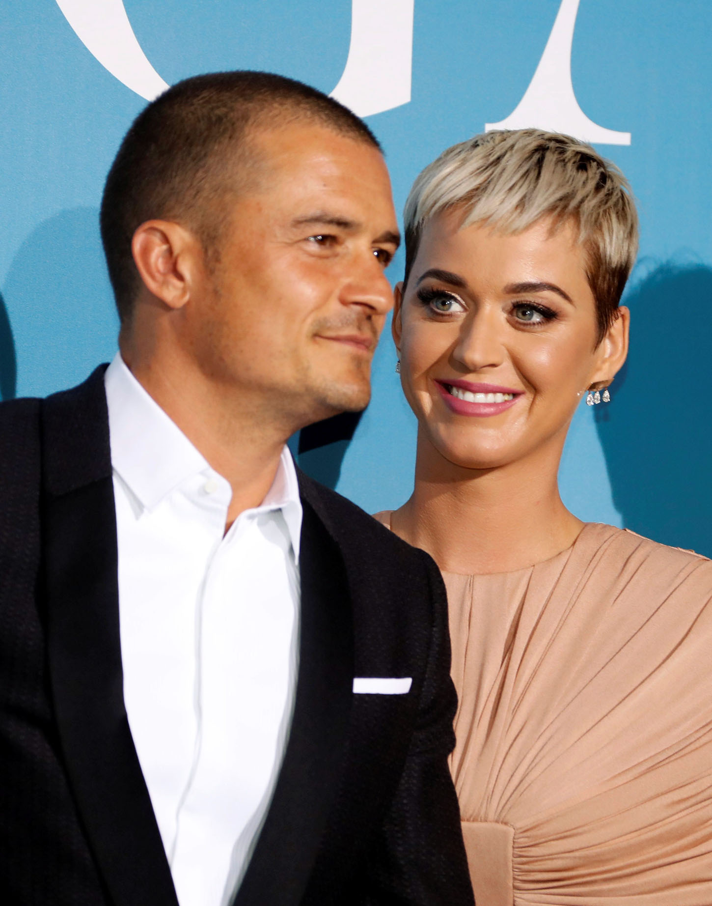 Singer Katy Perry and actor Orlando Bloom pose upon their arrival for the Monte-Carlo Gala for the Global Ocean in Monaco, September 26, 2018. REUTERS/Eric Gaillard