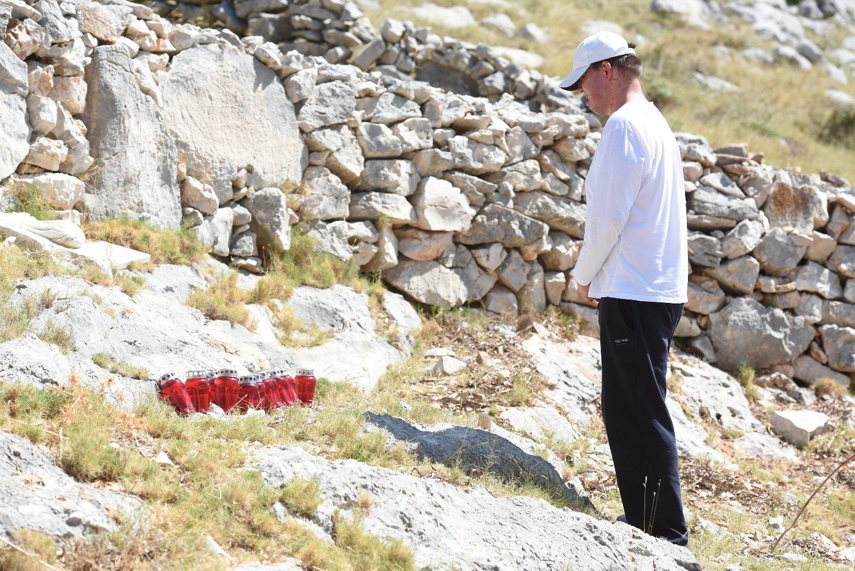 Frane Lučić zapalio je prošle godine svijeću na mjestu stradanja vatrogasaca na Kornatu
