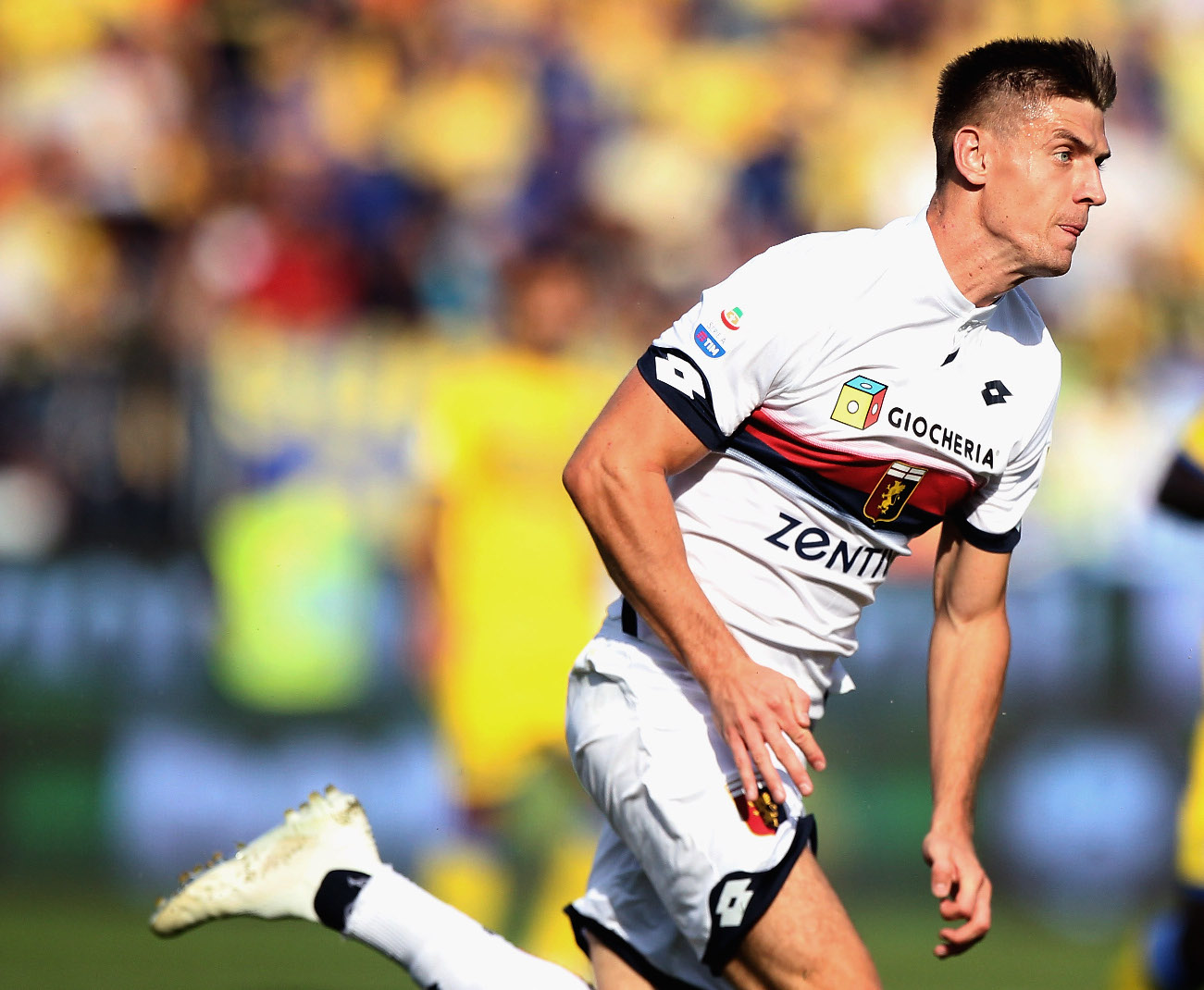 FROSINONE, ITALY - SEPTEMBER 30:  Krzysztof Piatek in action during the Serie A match between Frosinone Calcio and Genoa CFC at Stadio Benito Stirpe on September 30, 2018 in Frosinone, Italy.  (Photo by Paolo Bruno/Getty Images)
