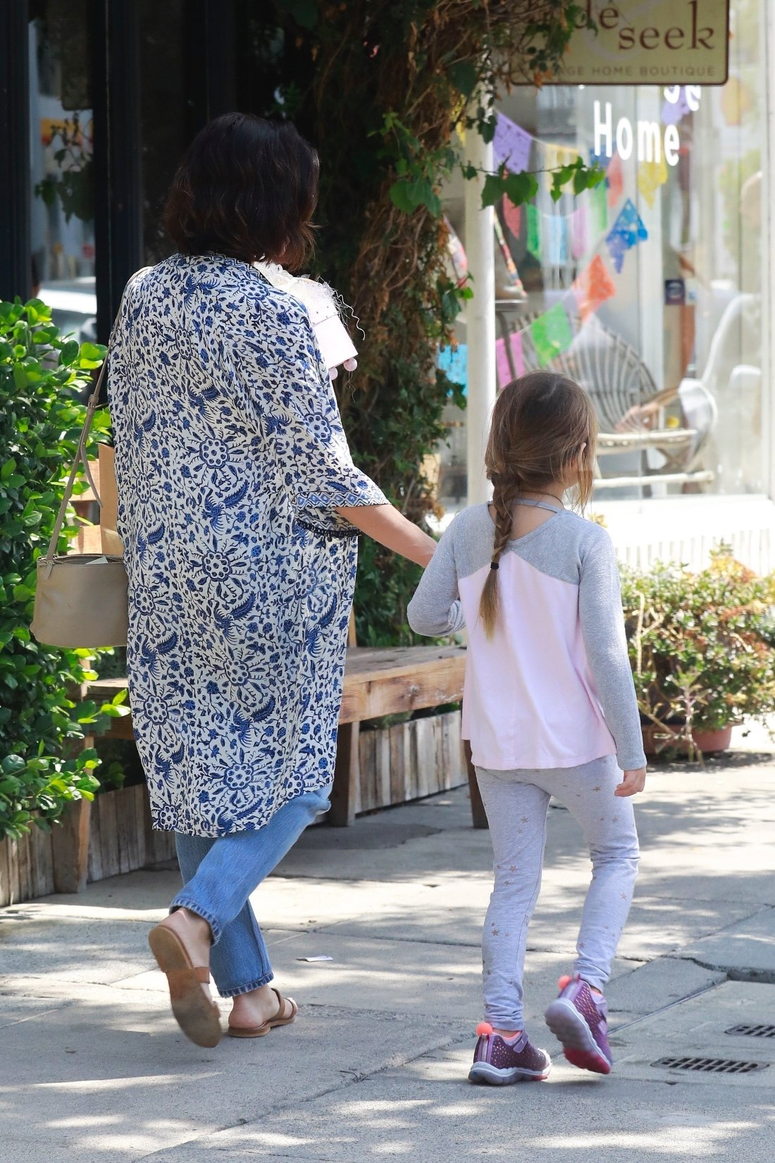 Studio City, CA  - *EXCLUSIVE*  - Jenna Dewan takes a day off from filming her TV show 'The Resident' to the Labor Day holiday and take her daughter Everly shopping in Studio City. The actress and dancer and ran into friends while out and stopped to pet their dog before hitting the stores.  Pictured: Jenna Dewan, Everly Tatum    *UK Clients - Pictures Containing Children Please Pixelate Face Prior To Publication*, Image: 385188153, License: Rights-managed, Restrictions: , Model Release: no, Credit line: Profimedia, AKM-GSI