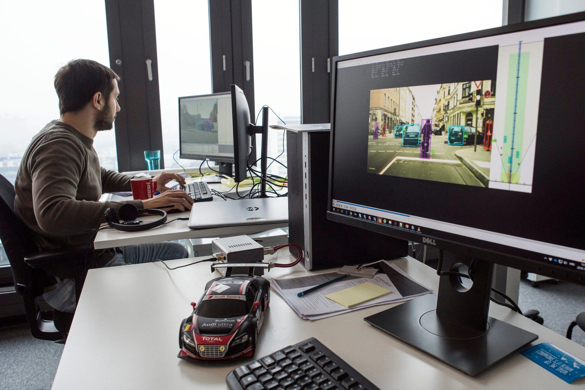 Zagreb, 201218. Eurotower, Ivana Lucica 2A. Tvrtka Visage Technologies, privatna tvrtka koja se bavi razvojem algoritama u podrucju strojnoga vida za prepoznavanje, pracenje i analizu lica. Na fotografiji: radna atmosfera Foto: Ivana Nobilo / CROPIX