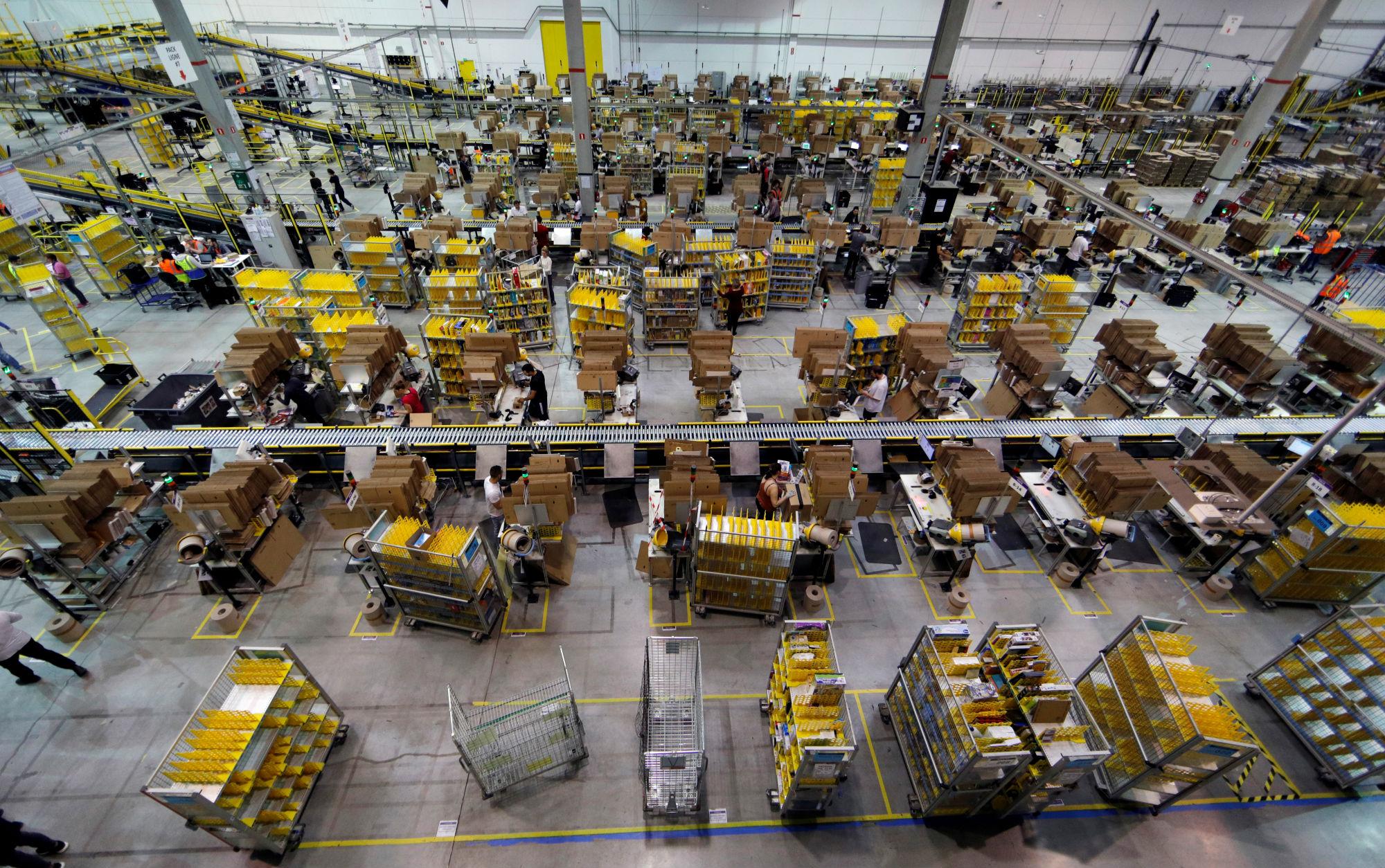 Ilustracija: Amazonov distribucijski centar u Francuskoj