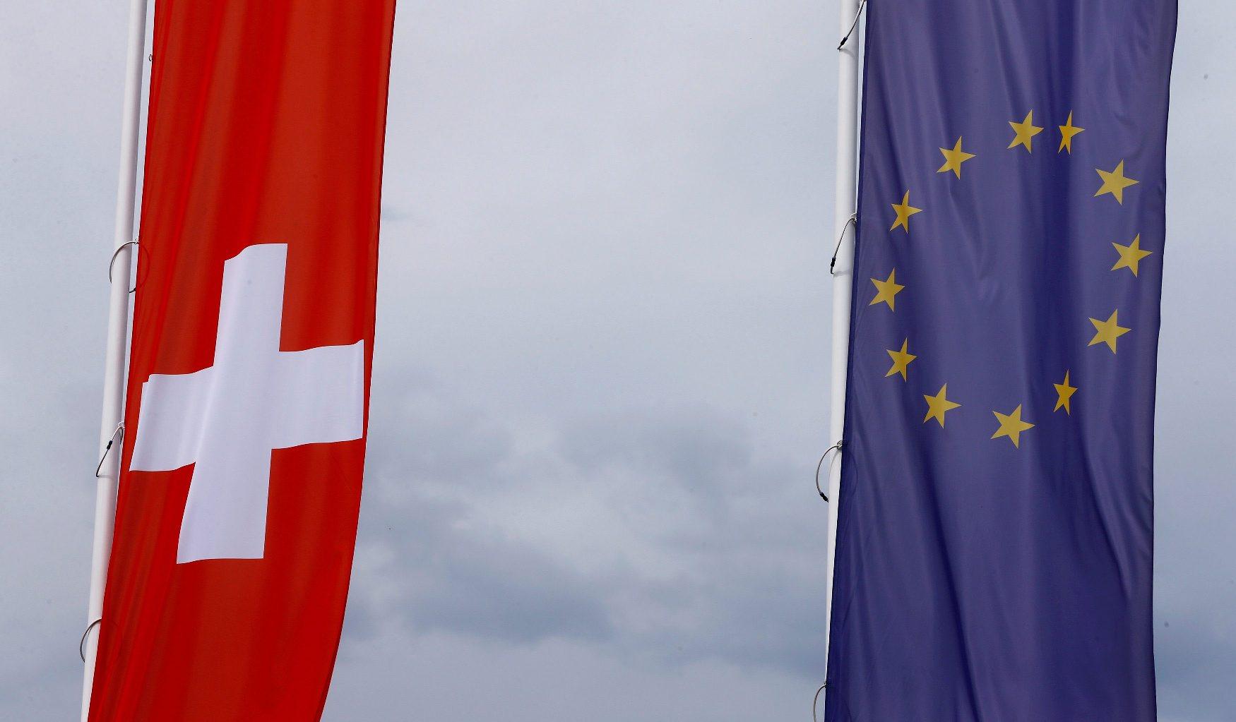 Ilustracija; zastave Švicarske i Europske unije