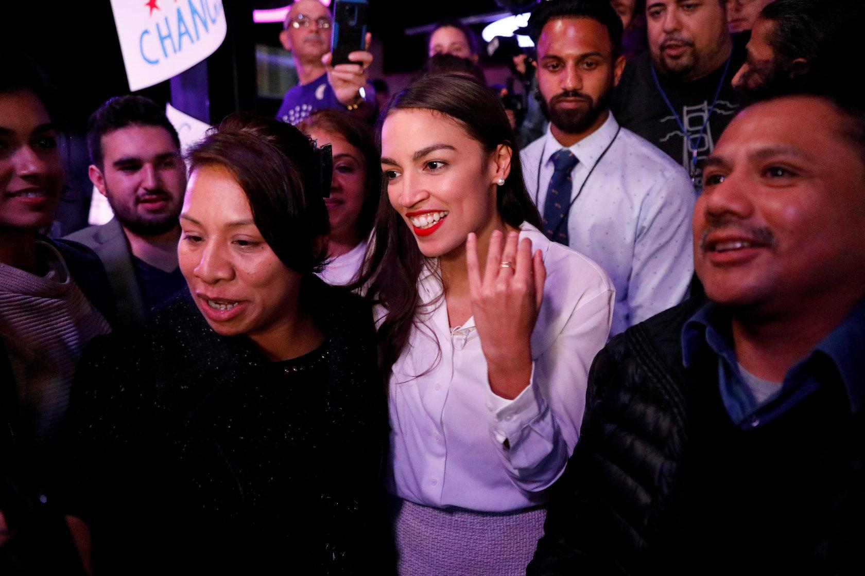 Alexandria Ocasio-Cortez, zastupnica Demokrata u američkom Kongresu sa svojim glasačima
