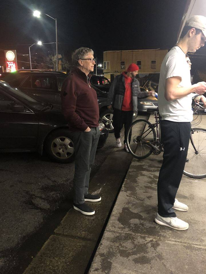 Bill Gates ispred restorana Dick's Drive-In