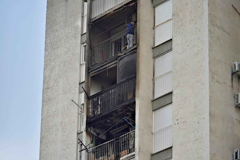 Split, 020119. Pozar na balkonu izbio je jutros oko 4 h na jedanaestom katu nebodera  u  Moseckoj 56 na Kocunaru.Pozar je zahvatio i balkone iznad izgorenog balkona. Na fotografiji: balkoni nakon ugasenog pozara. Foto: Nikola Vilic / CROPIX