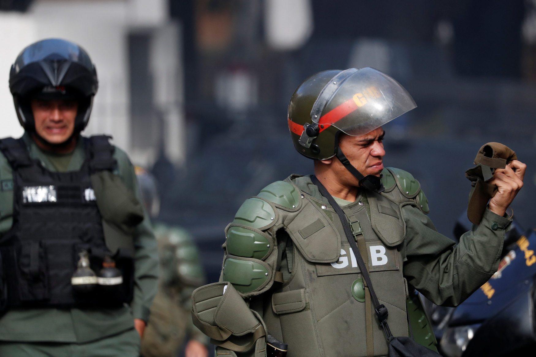 2019-01-21T154304Z_23013896_RC16690B9F70_RTRMADP_3_VENEZUELA-POLITICS