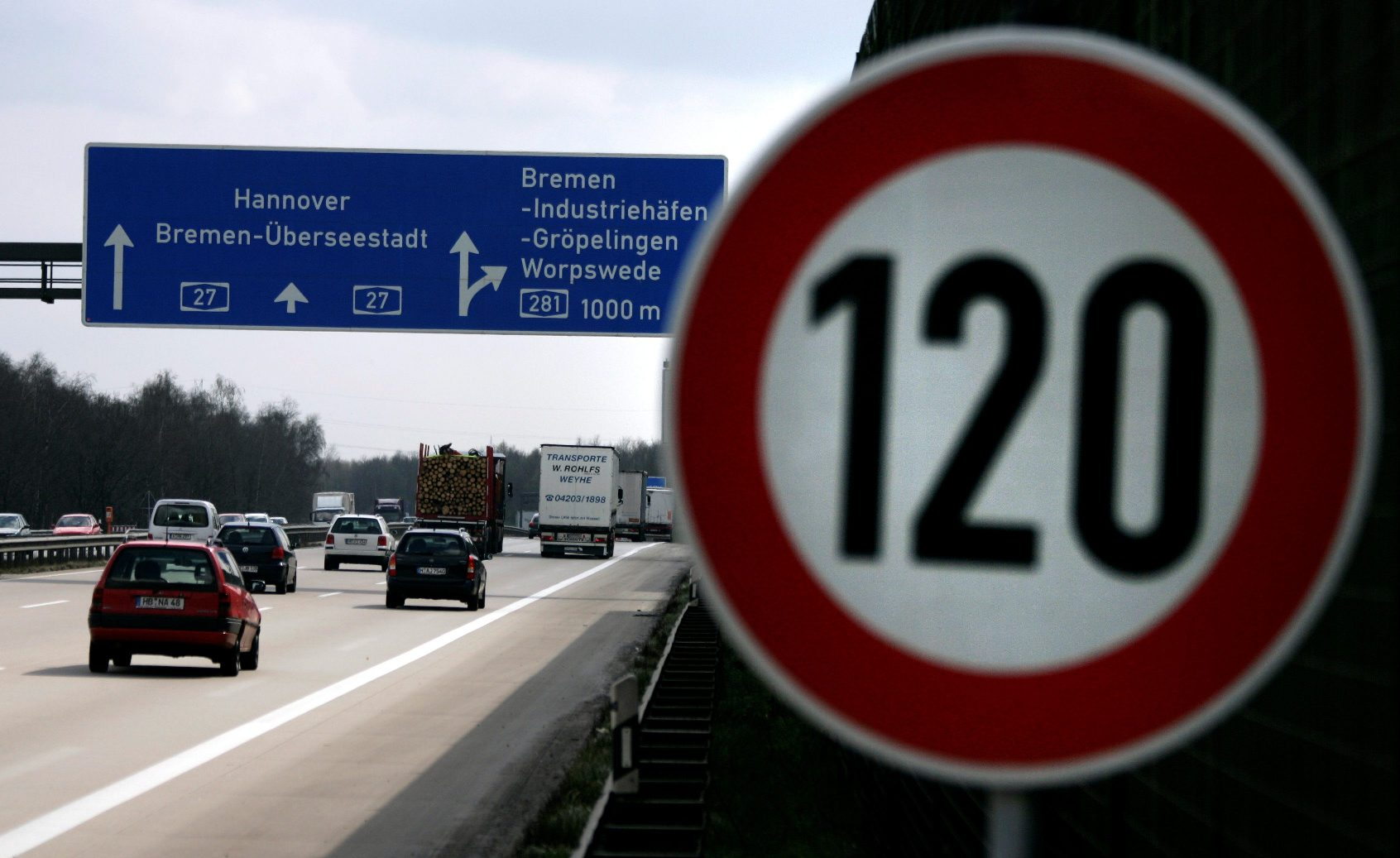 2019-01-18T130640Z_1400846762_RC125193DB80_RTRMADP_3_GERMANY-CLIMATE-TRANSPORT