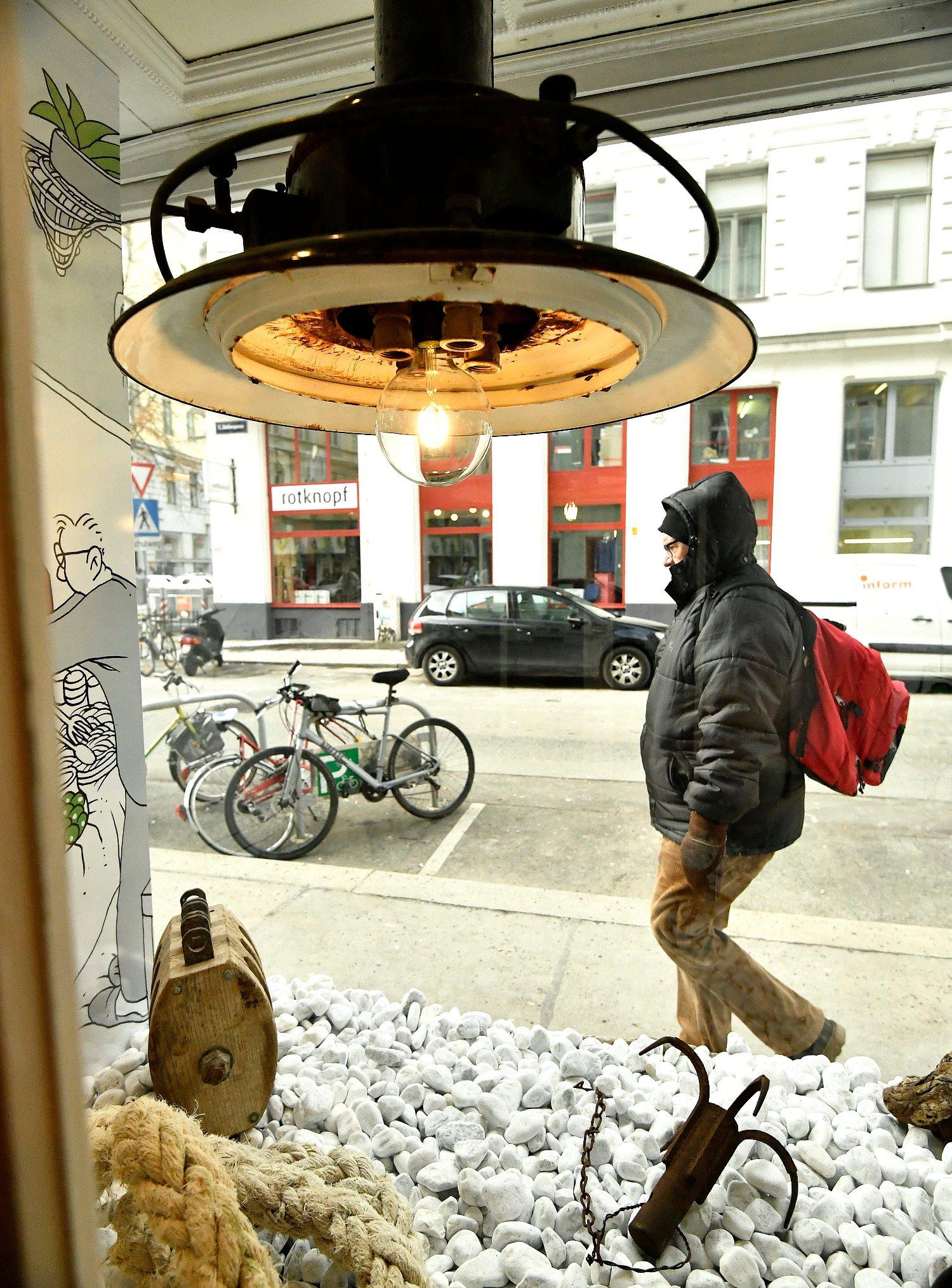 Bec, Austrija, 250119. Zollergasse 12. Gastro fisch Brac, novootvorena trgovina sa svjezom i zamrznutom ribom i plodovima mora te hrvatskim delikatesama u centru Beca. Na fotografiji: izlog trgovine. Foto: Ronald Gorsic / CROPIX