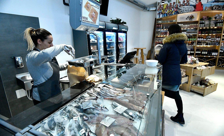 Bec, Austrija, 250119. Zollergasse 12. Gastro fisch Brac, novootvorena trgovina sa svjezom i zamrznutom ribom i plodovima mora te hrvatskim delikatesama u centru Beca. Foto: Ronald Gorsic / CROPIX