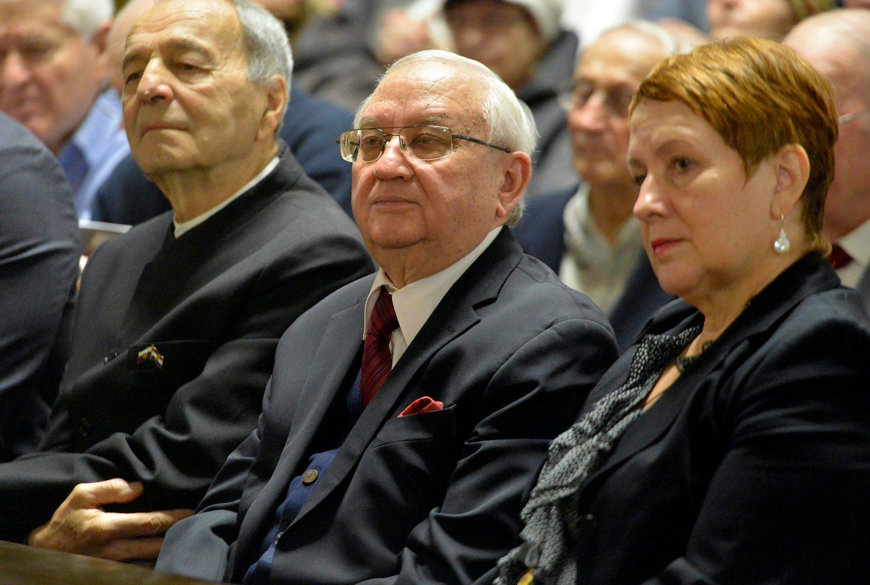 Anvar Azimov (u sredini)