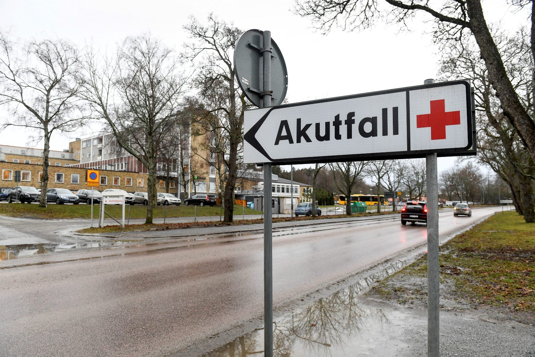 A circulation sign reading 'Emergency' in Swedish is seen in Enkoping, Sweden, January 4, 2019. TT News Agency/Fredrik Sandberg via REUTERS    ATTENTION EDITORS - THIS IMAGE WAS PROVIDED BY A THIRD PARTY. SWEDEN OUT. NO COMMERCIAL OR EDITORIAL SALES IN SWEDEN.