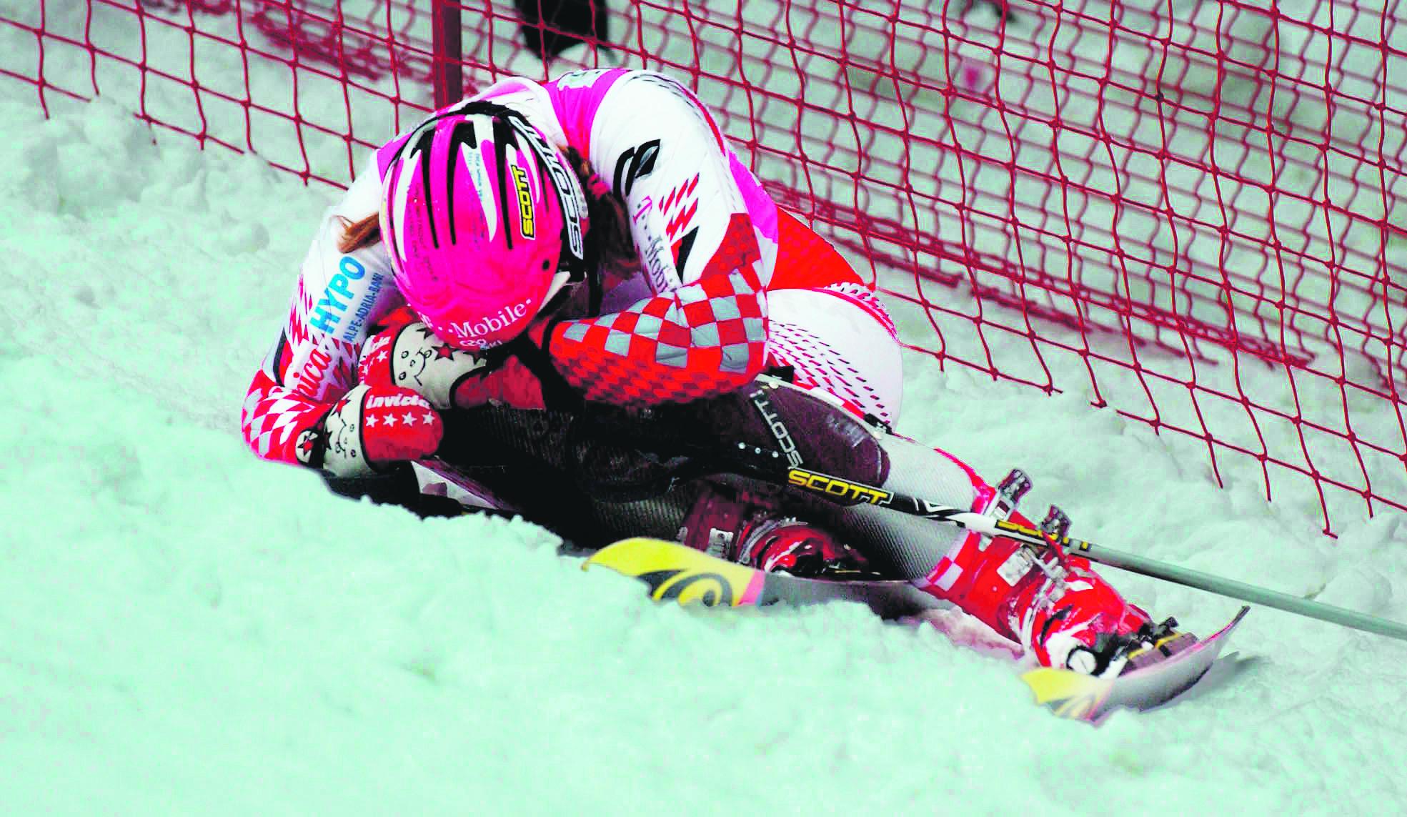 zagreb 20012005  janica kostelic sljeme zlatni medvjed slalom svjetski kupnakon odustajanja u utrci  foto: srdan vrancic  -spo-