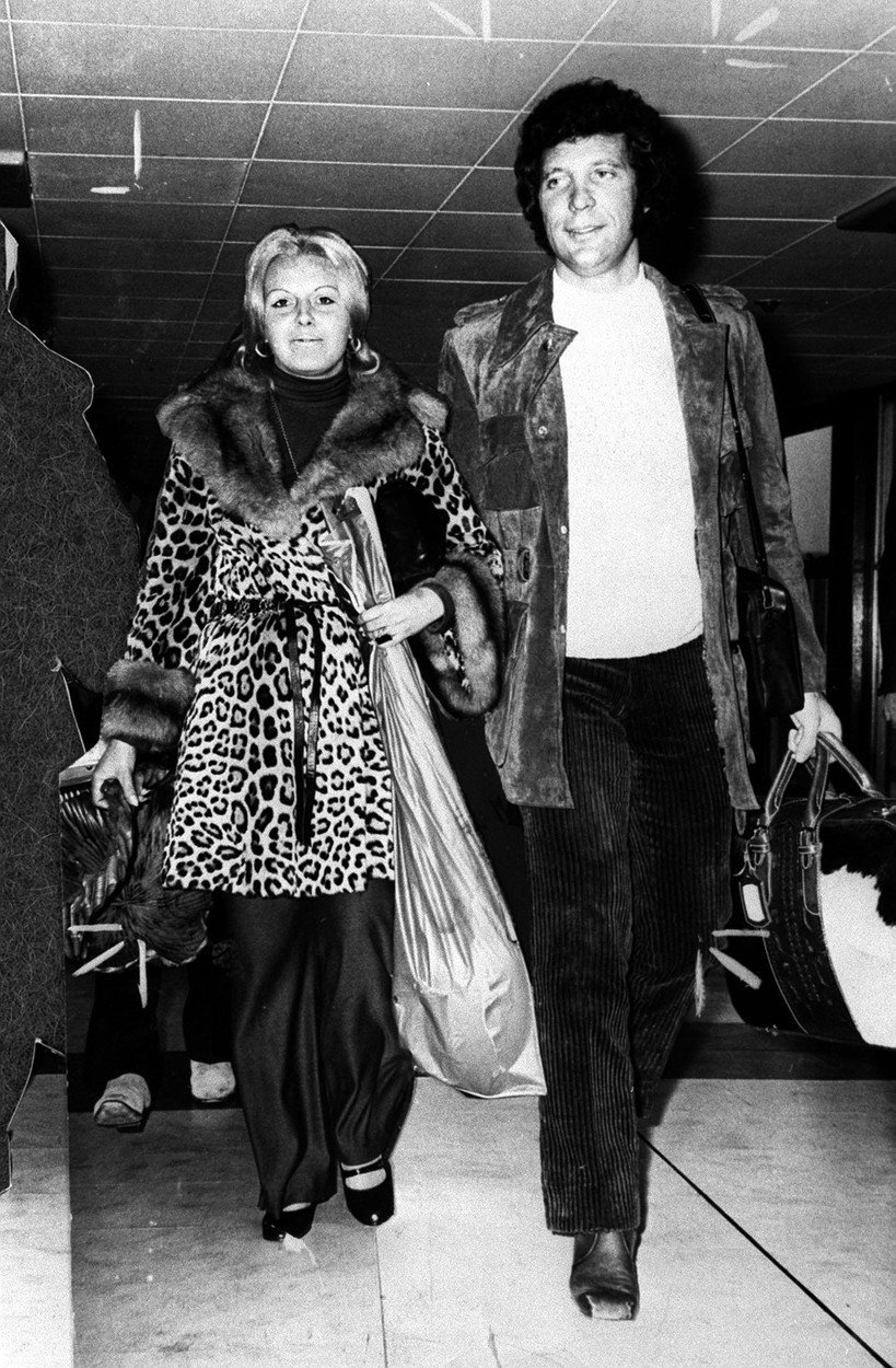 File photo dated 14/10/70 of Tom Jones with his wife Linda. Sir Tom has said that one song haunted him after the death of his wife Linda. The Welsh singer revealed that a favourite number of his late wifeÕs Ð Bob DylanÕs What Good Am I? Ð plagued him with guilt following her death in 2016., Image: 405499348, License: Rights-managed, Restrictions: FILE PHOTO, Model Release: no, Credit line: Profimedia, Press Association