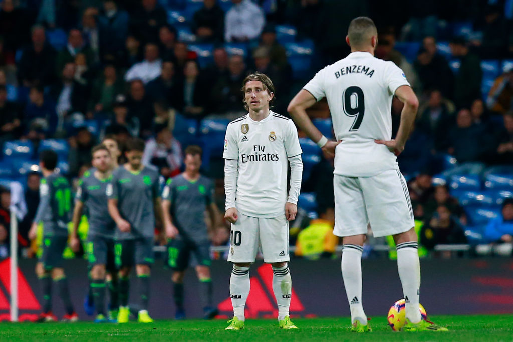 MADRID, SPAIN - JANUARY 06: Luka Modric (L) of Real Madrid CF and his teammate Karim Benzema (R) reacts as Real Sociedad de Futbol players celebrate their second goal during the La Liga match between Real Madrid CF and Real Sociedad de Futbol at Estadio Santiago Bernabeu on January 06, 2019 in Madrid, Spain. (Photo by Gonzalo Arroyo Moreno/Getty Images)