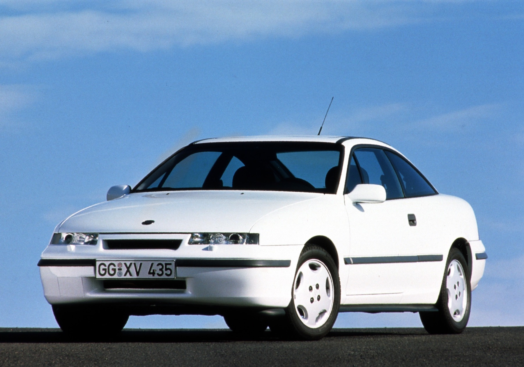 2.0-liter entry-level engine: Opel Calibra 2.0 with 115 hp