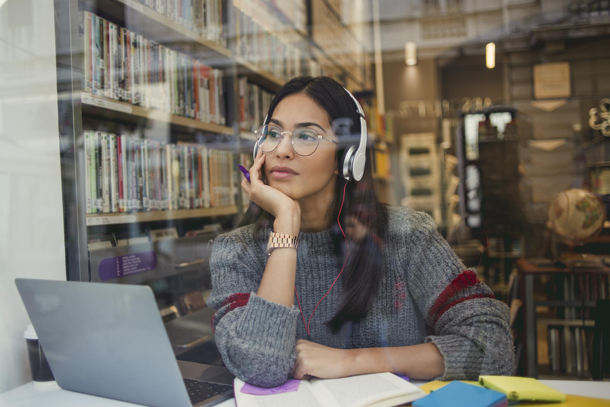 Ako slušate glazbu sa slušalicama, nemojte povećavati zvuk iznad 60 posto maksimalne razine.