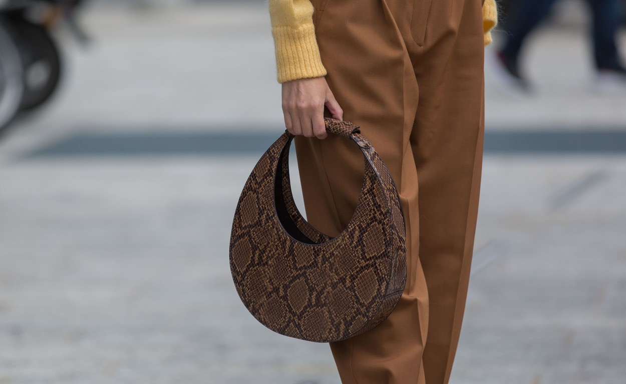 Street Style, bag detail Street Style, Spring Summer 2020, Milan Fashion Week, Italy - 20 Sep 2019, Image: 472126956, License: Rights-managed, Restrictions: , Model Release: no, Credit line: Cornel Cristian Petrus / Shutterstock Editorial / Profimedia