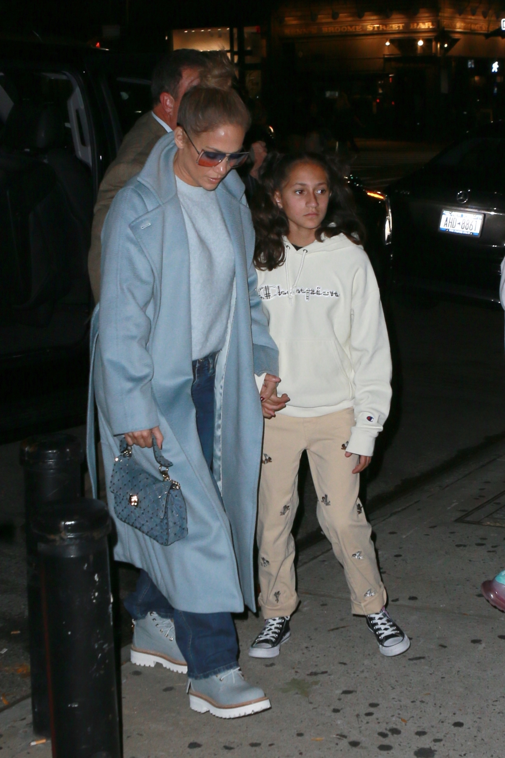 New York, NY  - Jennifer Lopez heads to Cipriani with her sister and kids for some dinner. The singer and actress looked great in a light blue coat and jeans.  BACKGRID USA 12 OCTOBER 2019, Image: 476420320, License: Rights-managed, Restrictions: , Model Release: no, Credit line: T.JACKSON / BACKGRID / Backgrid USA / Profimedia