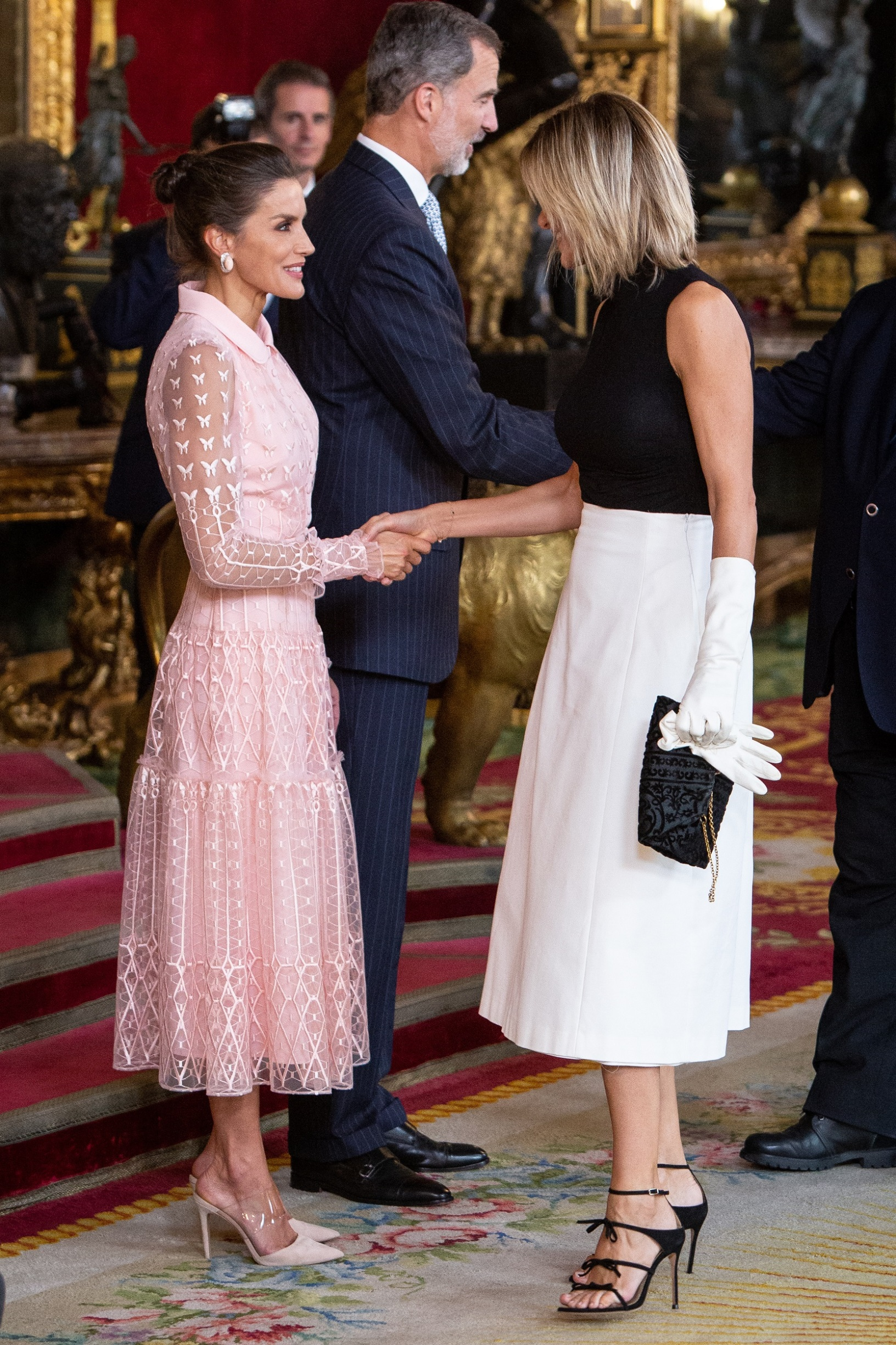 MADRID, SPAIN - OCTOBER 12: (L-R) Queen Letizia of Spain and Susanna Griso attends a reception at the Royal Palace during the National Day on October 12, 2019 in Madrid, Spain. (Photo by Pablo Cuadra/Getty Images)